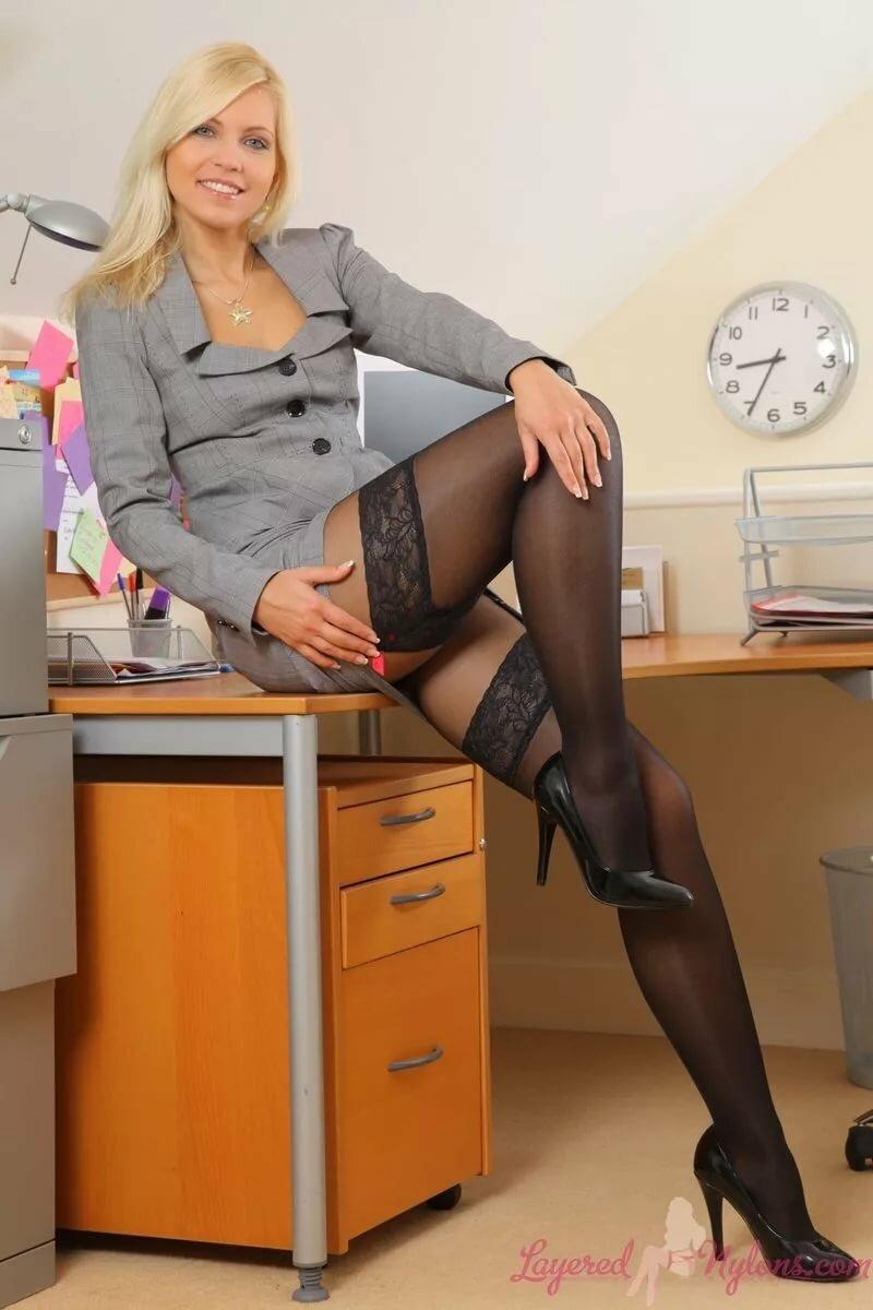 foto-seksualnih-sekretarsh-v-kolgotkah