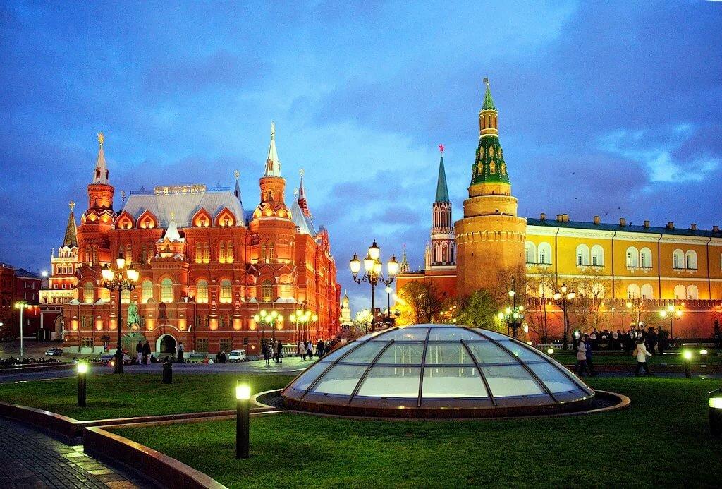 «Что стоит посмотреть в городе, который не верит слезам? Топ-4 достопримечательности Москвы»