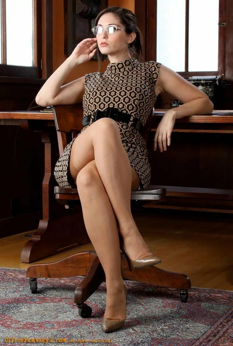 Nude women crossed legs