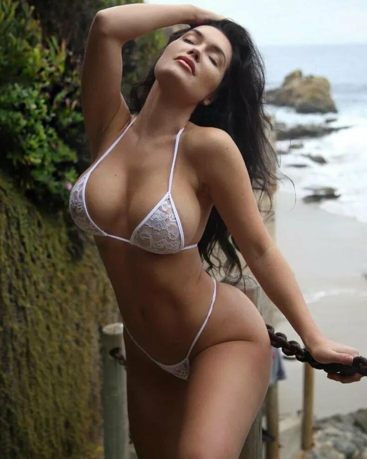 site-hot-latinas-in-bikinis-loses-bikini