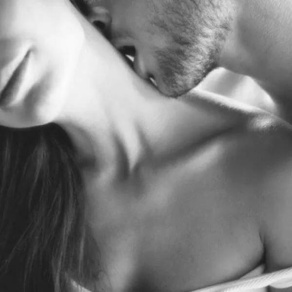 Картинки девушка целует парня в шею, картинки мульт девочек