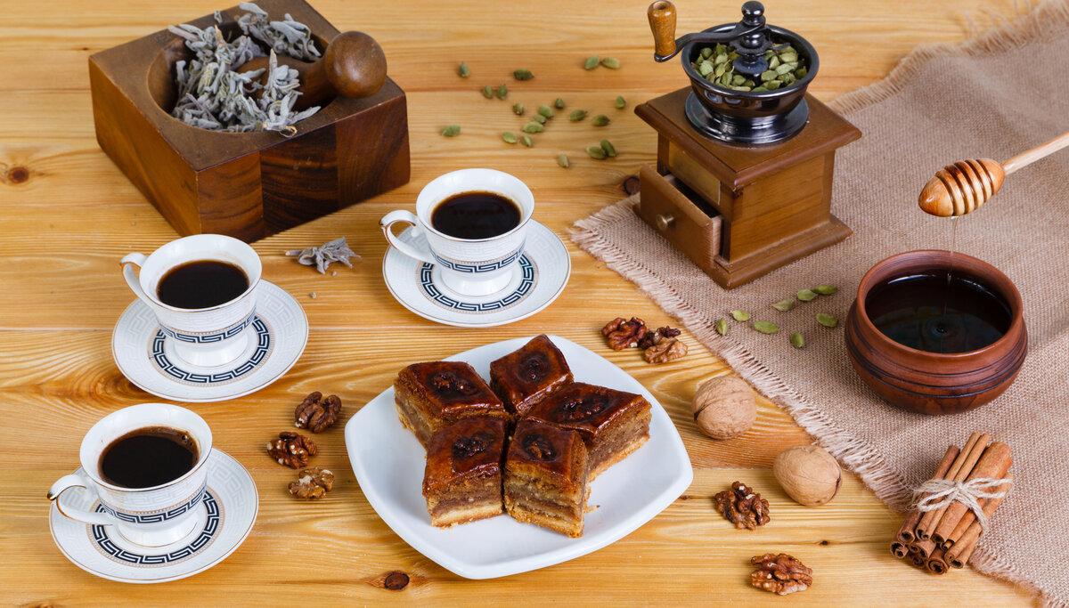 привлекательными для открытки с чаем и сладостями своей цели