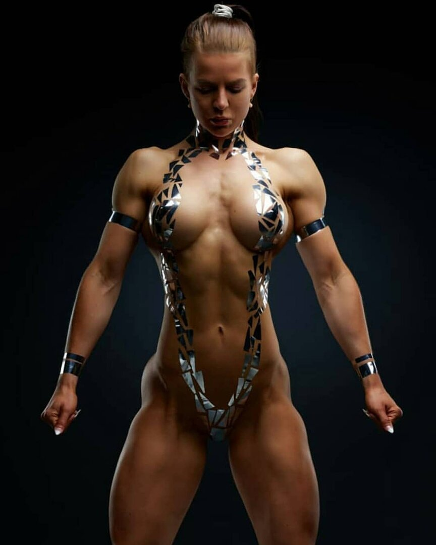 slut-muscular-girls-boobs-dance-shaved-oussy