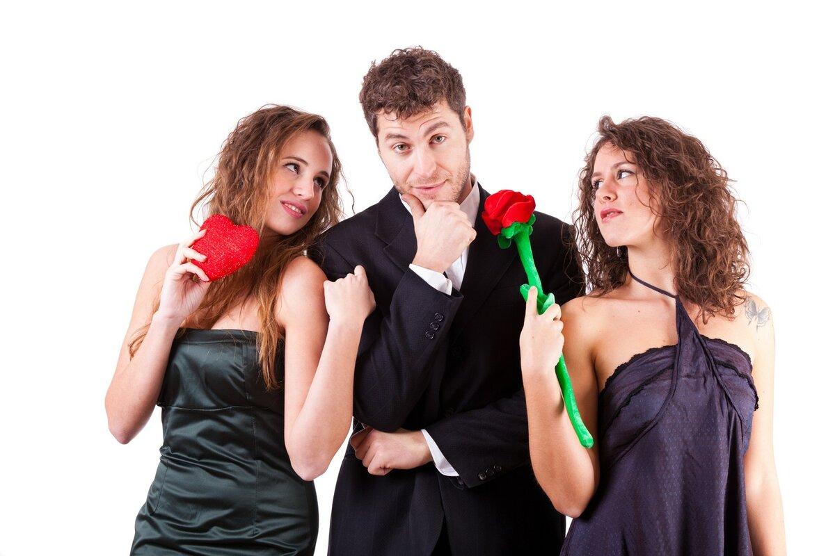 Прикольная картинка парня с двумя девушками, страуса нарисованные как