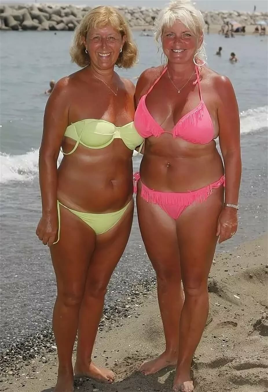 Older ladies bikini pictures
