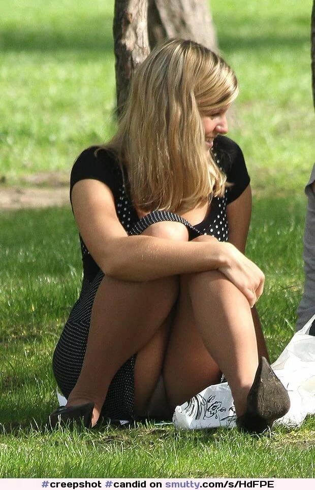 рыжеволосые что у женщины под юбкой фото киска