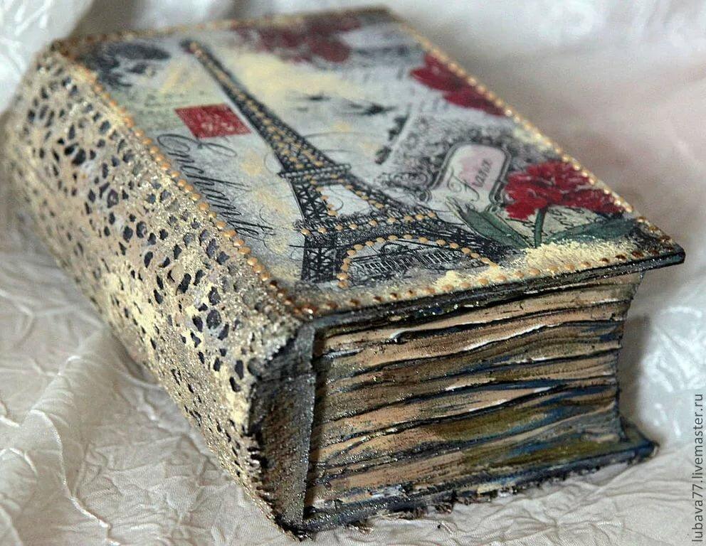 этой открытка старинной книги случайно