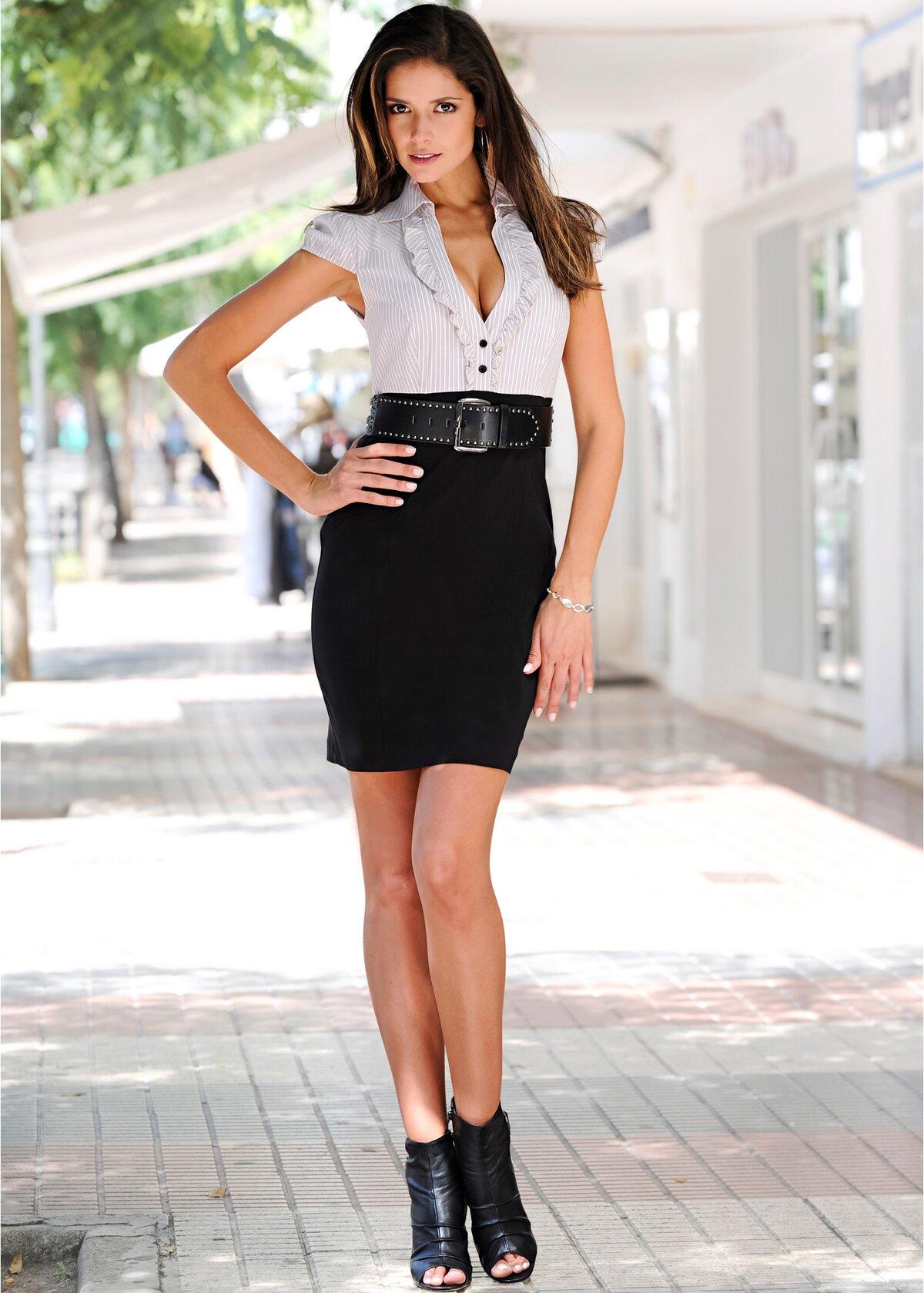 Участием актрисы фото девок в белых юбках прохожую