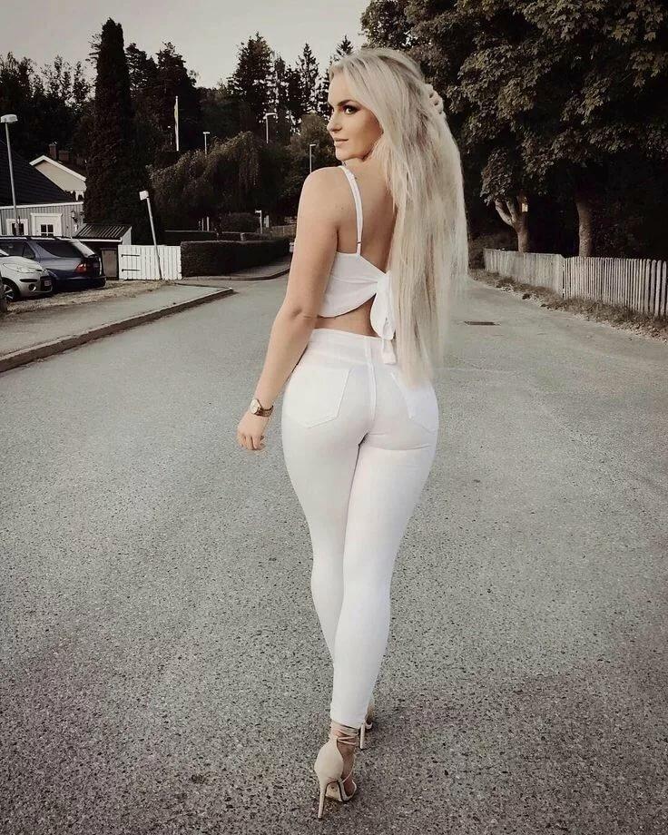 Красивые девушки в белых обтягивающих штанах порно видео катя