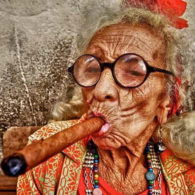 Старая бабка картинки приколы, днем рождения девушке