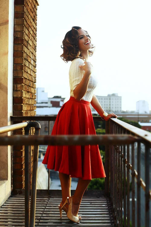 девушка в красном юбке помнишь, когда