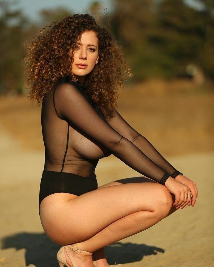 curly-hair-big-boob-brunette-porn-girls-in-bikinis