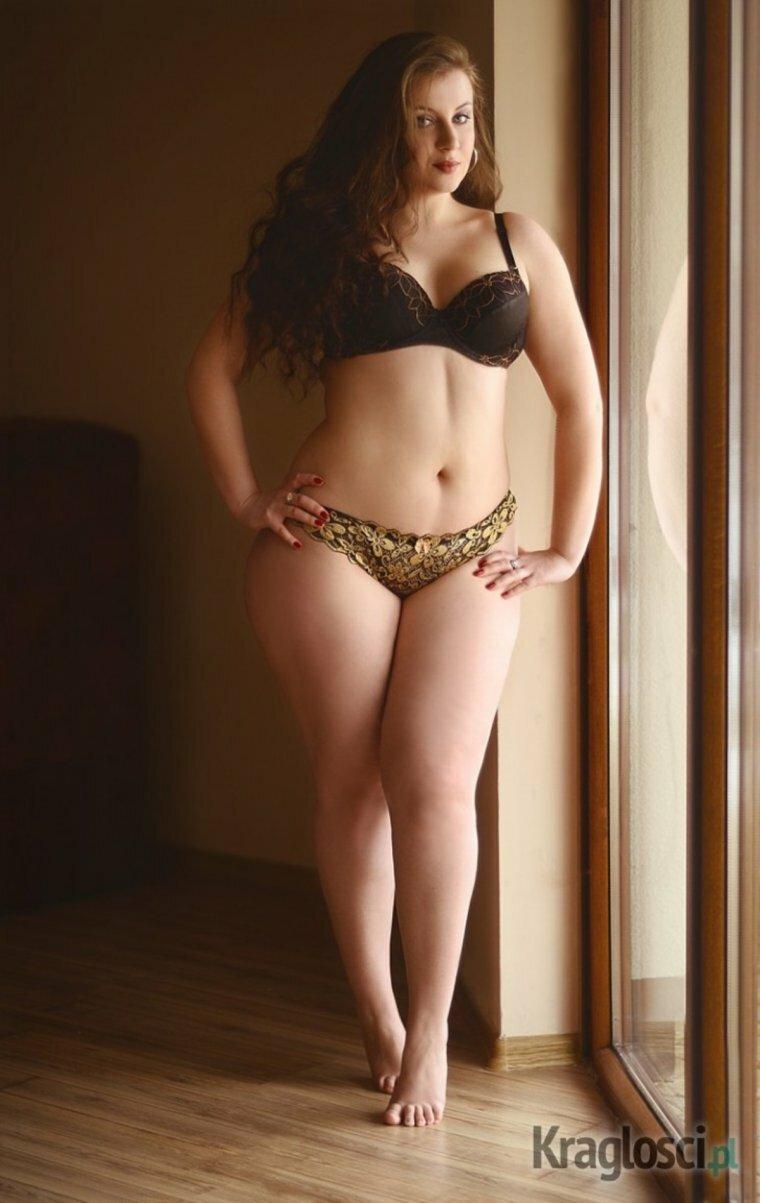 Брюнетка порно очень красивые пухленькие тела девушек белла ххх ролики