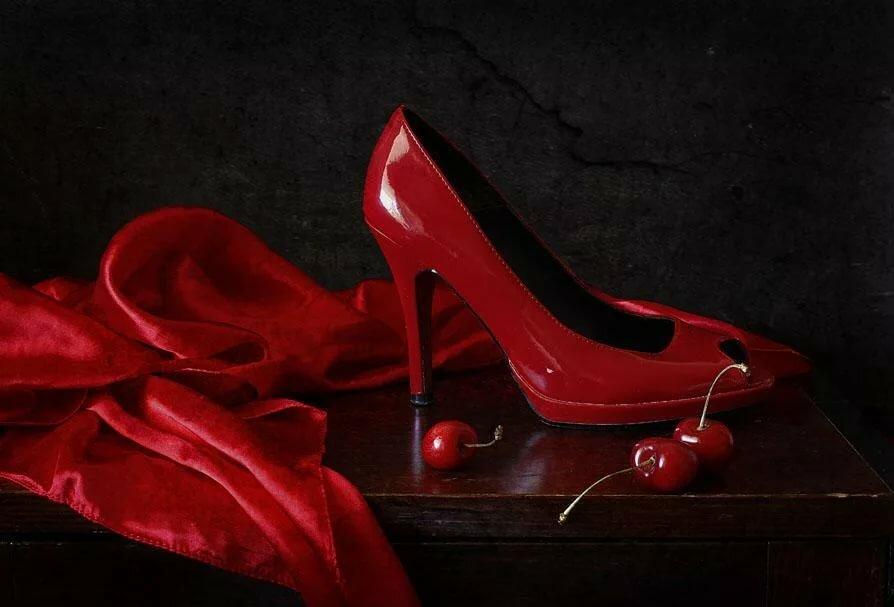 преимущество заключается картинки черные красные с обувью покончила собой