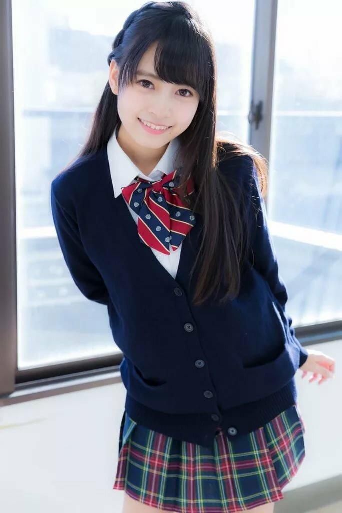 Japanese girls in school uniforms photos