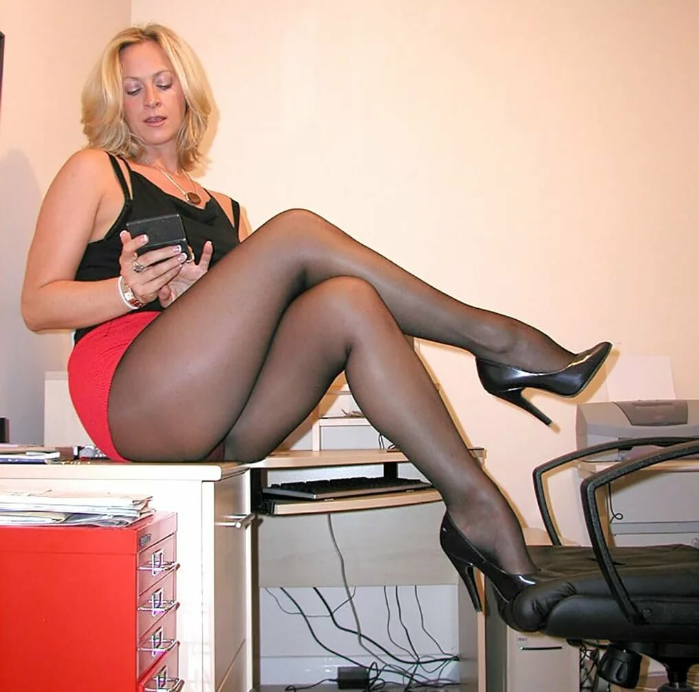 ladies-in-pantyhose