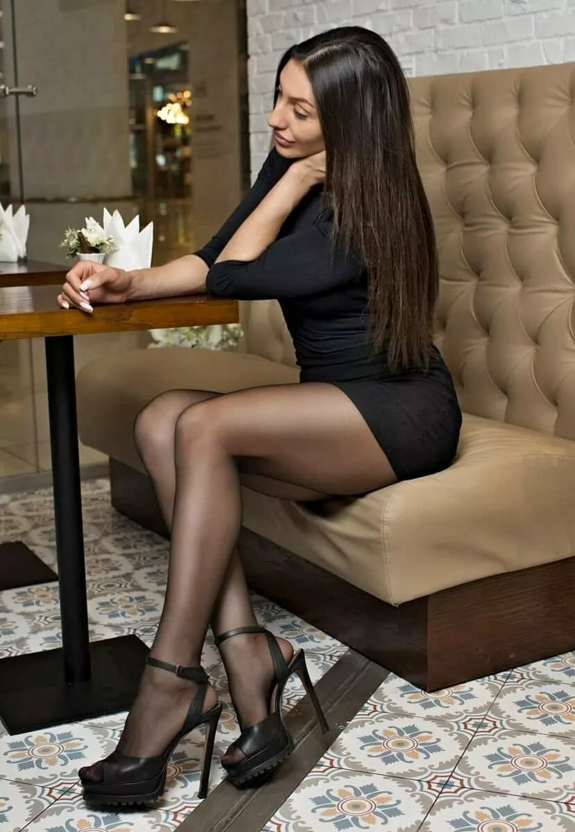 sexy-legs-in-black-nylons-with