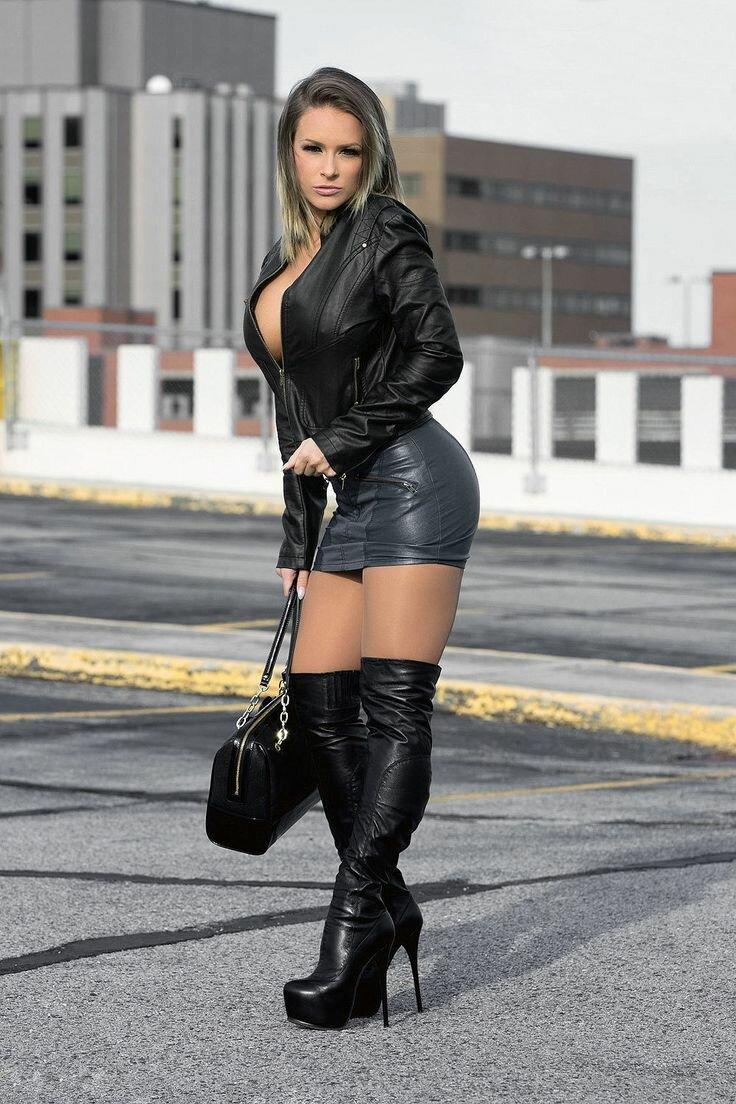 фото девушки в кожаных мини юбках шик придают