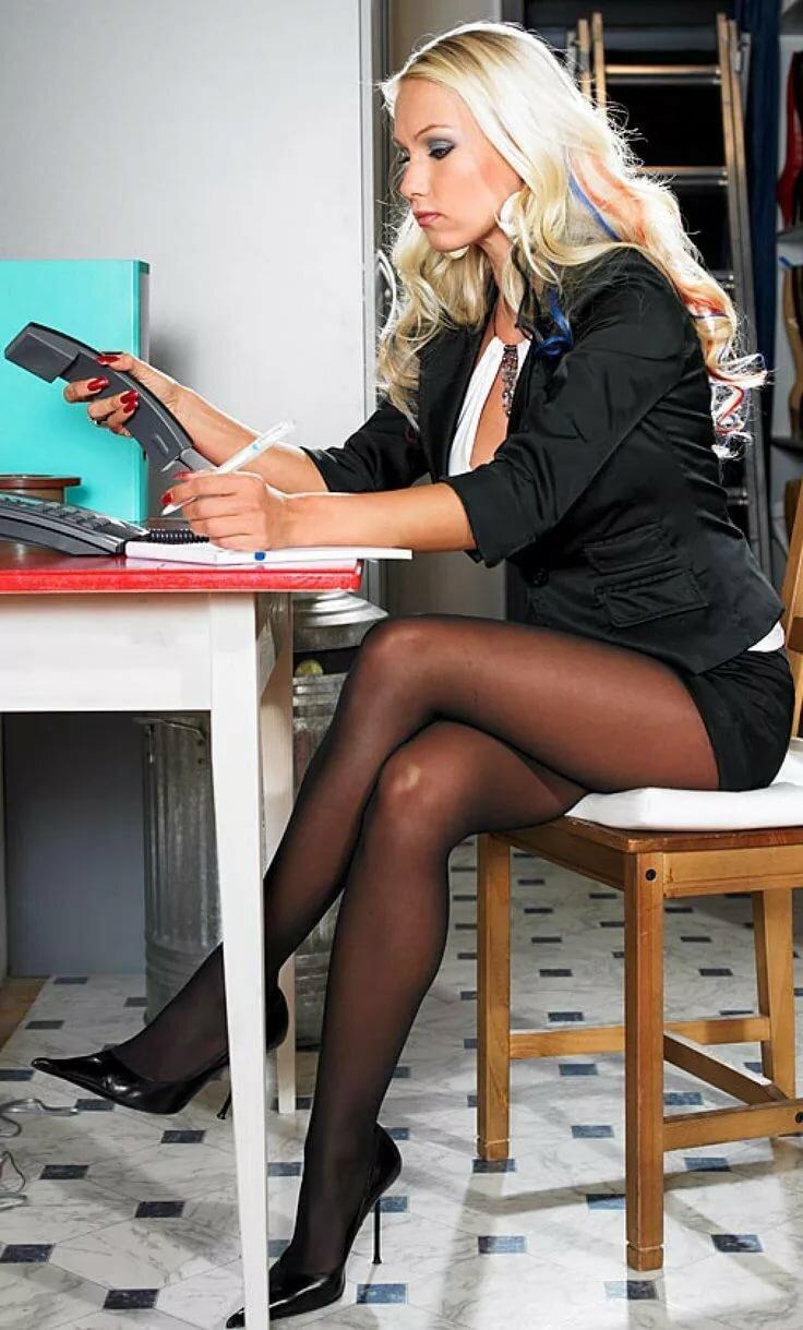 ноги в колготках фото бизнес леди отображаться