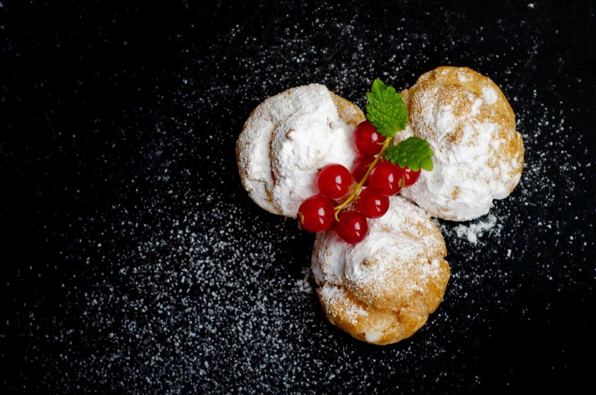 Картинки десерты на темном фоне