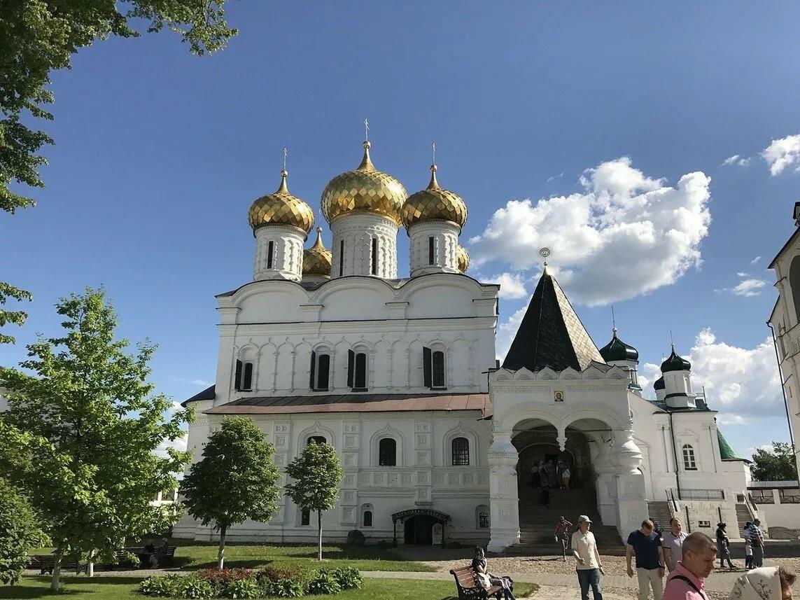 Церкви и монастыри россии
