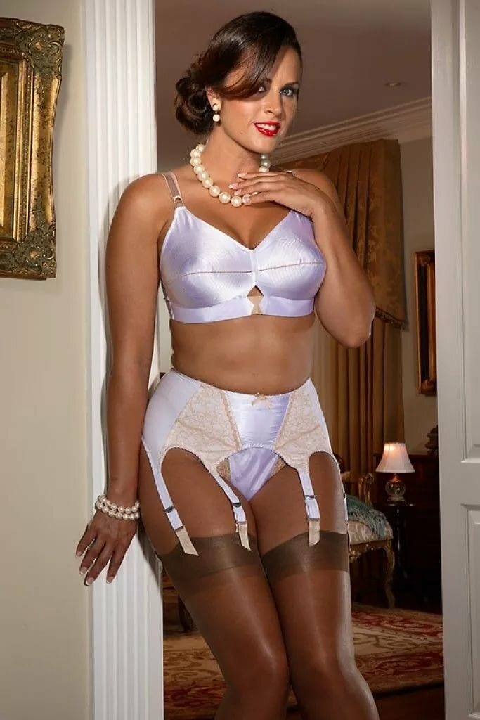 Mature amateur female glamour models