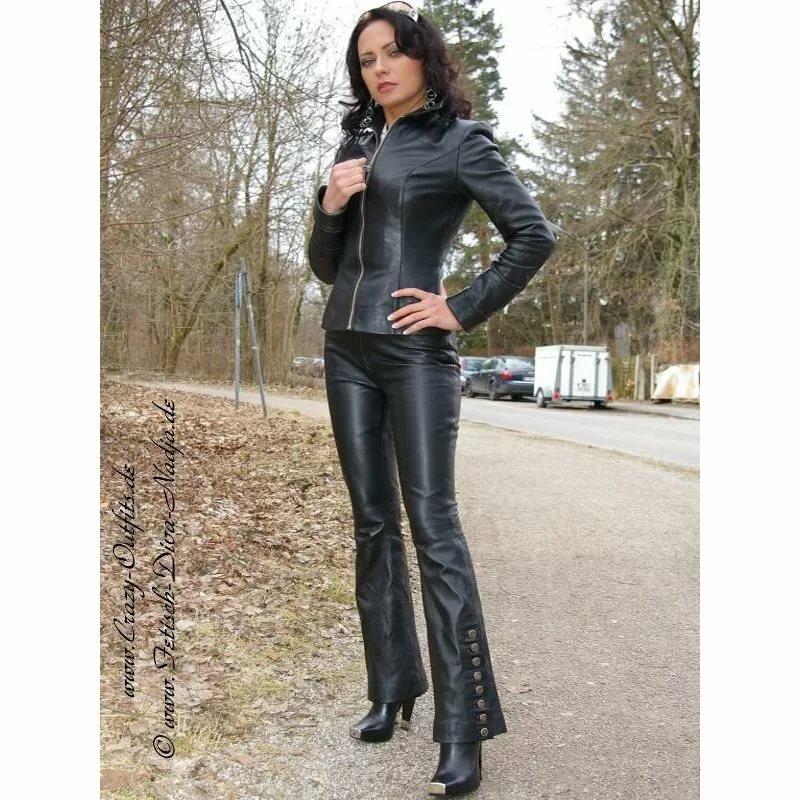 Любительское фото девок в кожаных штанах