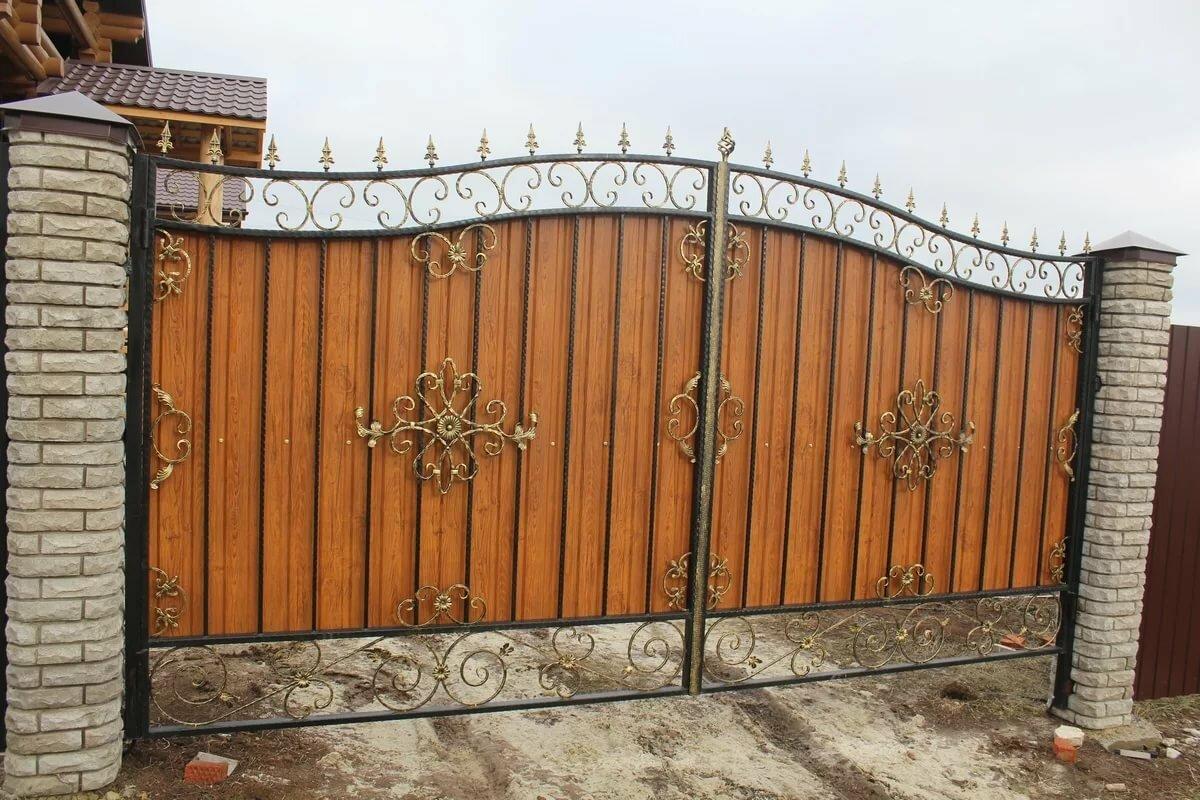 кованые ворота с профлистом фото