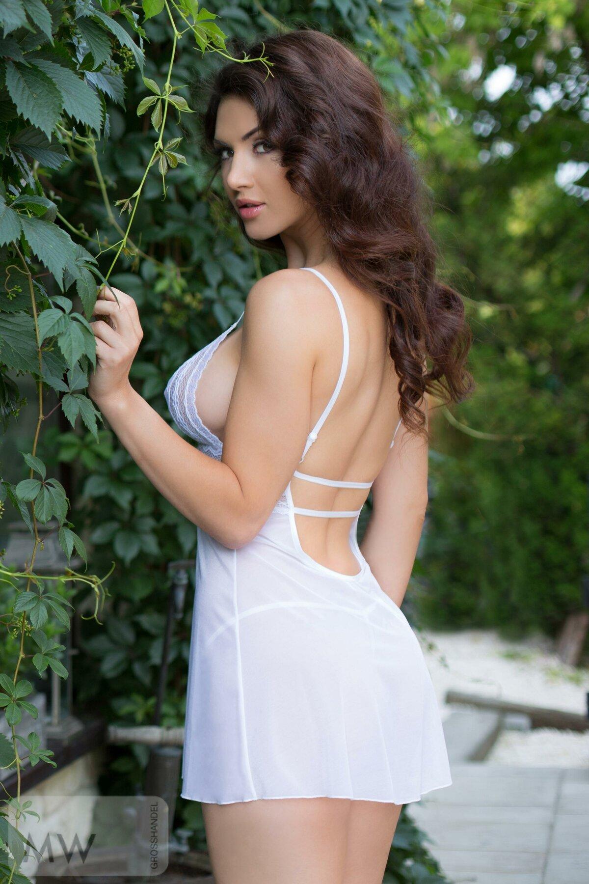 Шикарная девушка в белом прозрачном #12