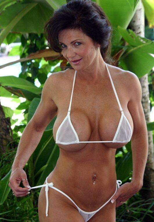 hot-bikini-mom