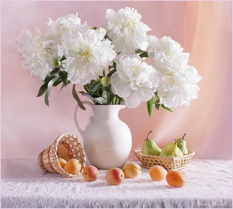 Днем рождения, открытка с вазой и цветами