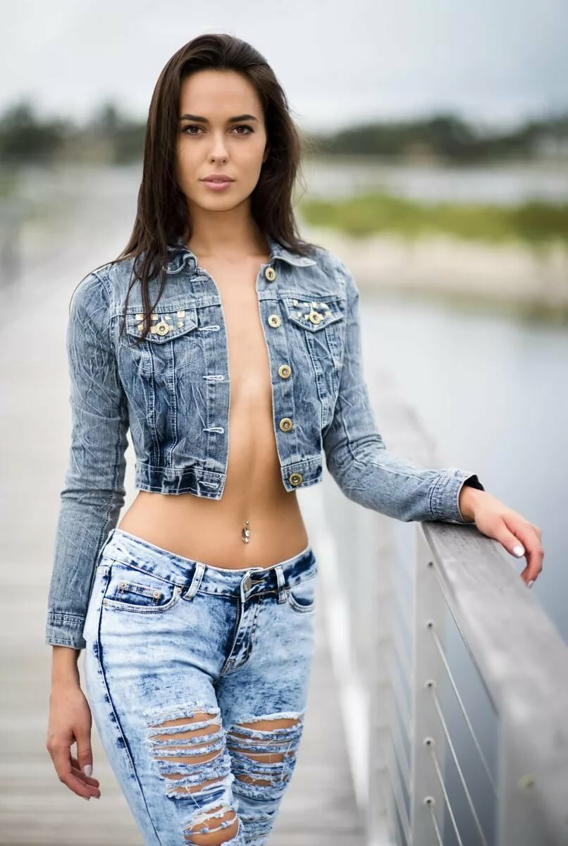 italian-babe-in-jeans-amazing-young-body-porn