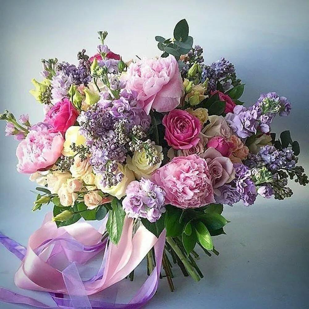 Дизайнерский букет весенний цветы, лаванда цветы