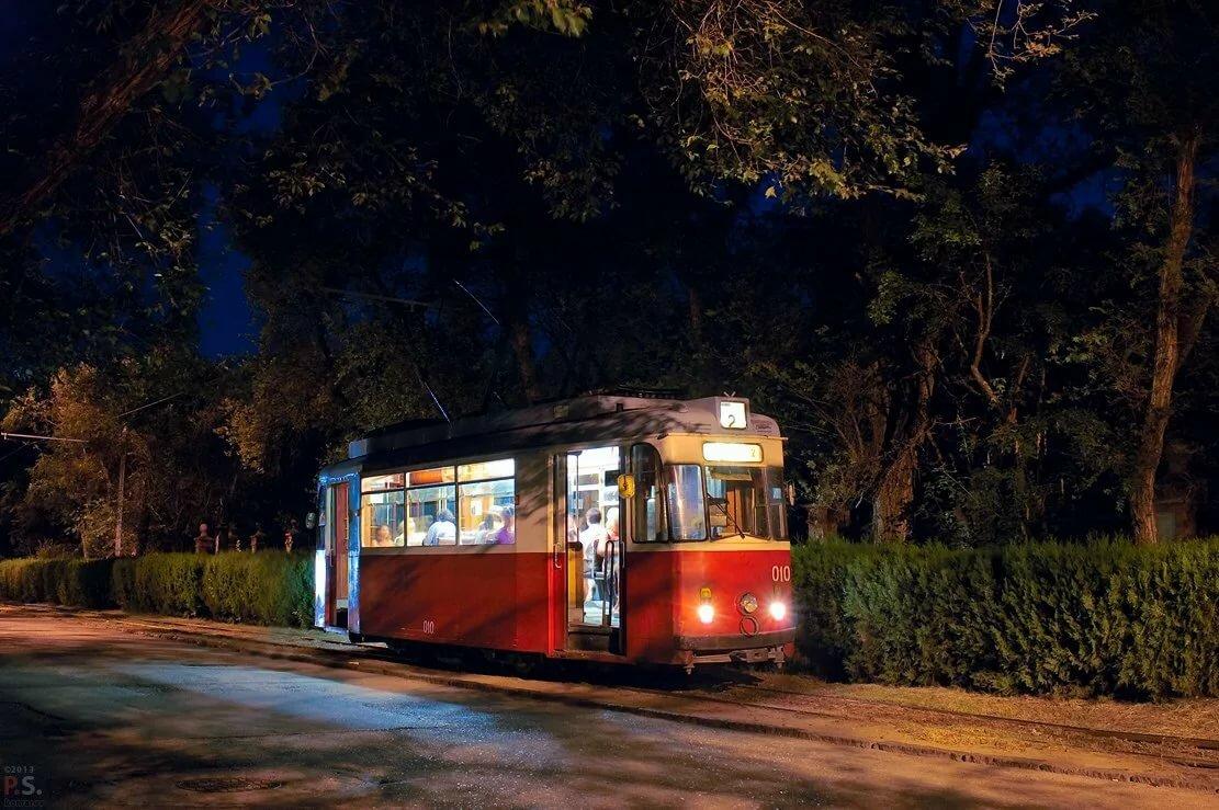 презентов фото в трамвае ночью социальных
