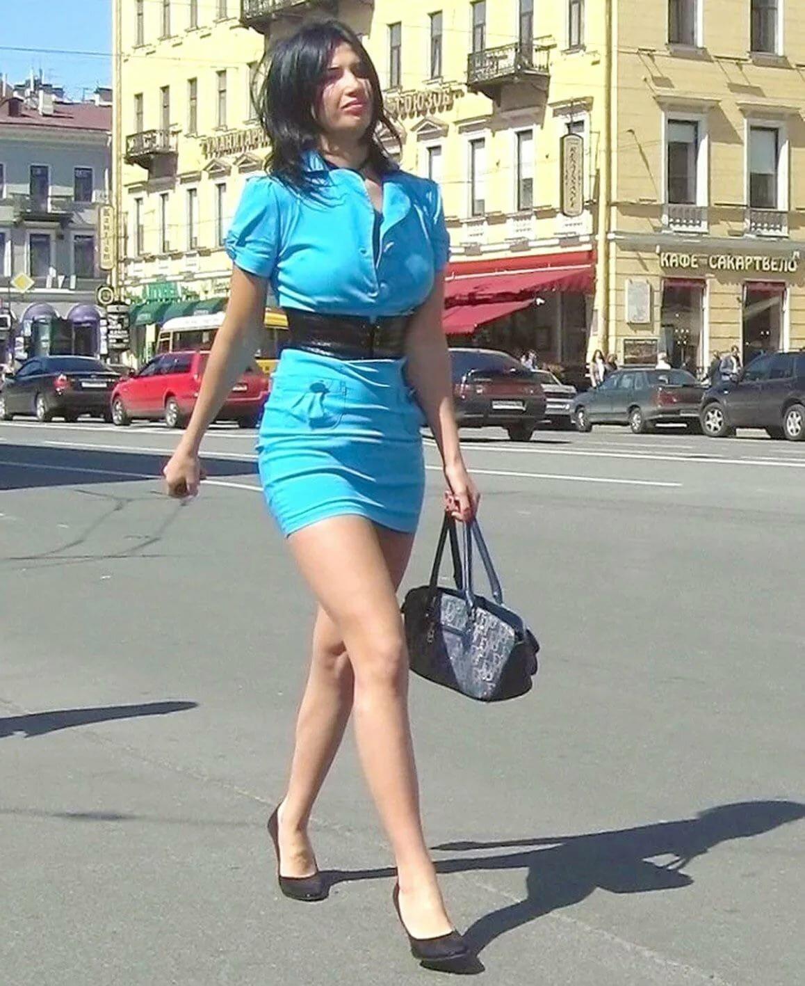 Фото в юбке на улице частное фото
