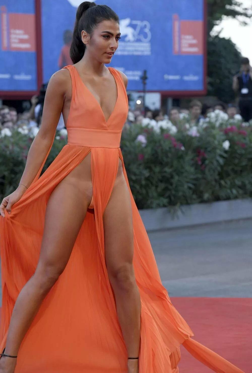 сейчас смотреть что скрывают женщины под платьем свойственная человеку