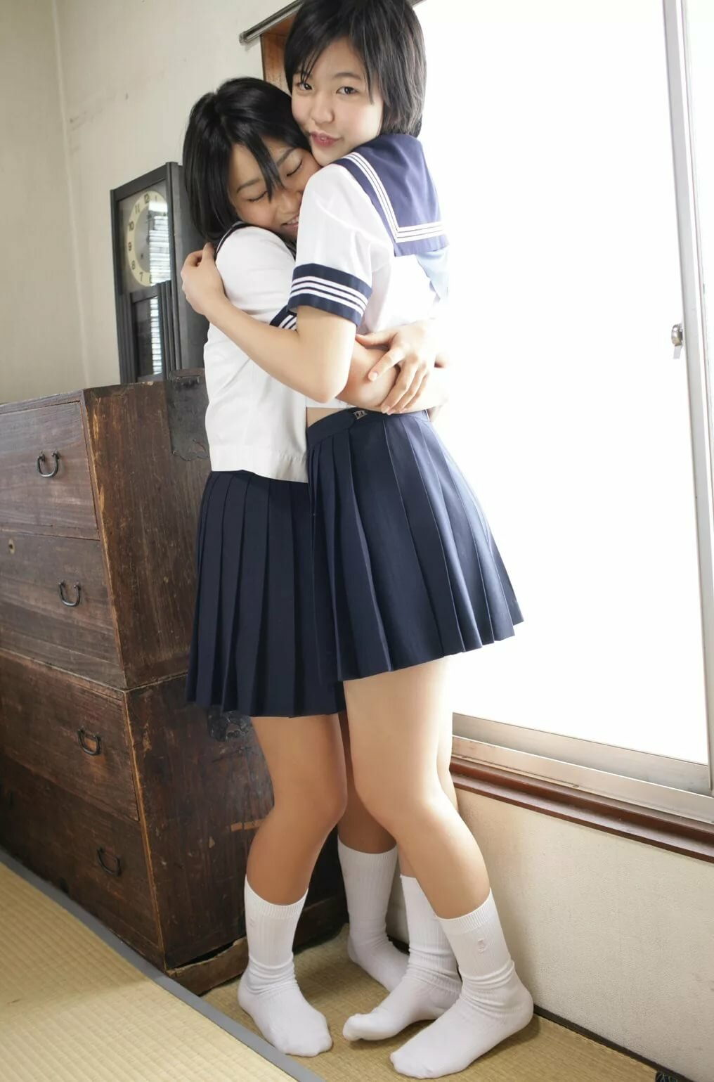 grey-gallery-kiss-hot-schoolgirl-girls