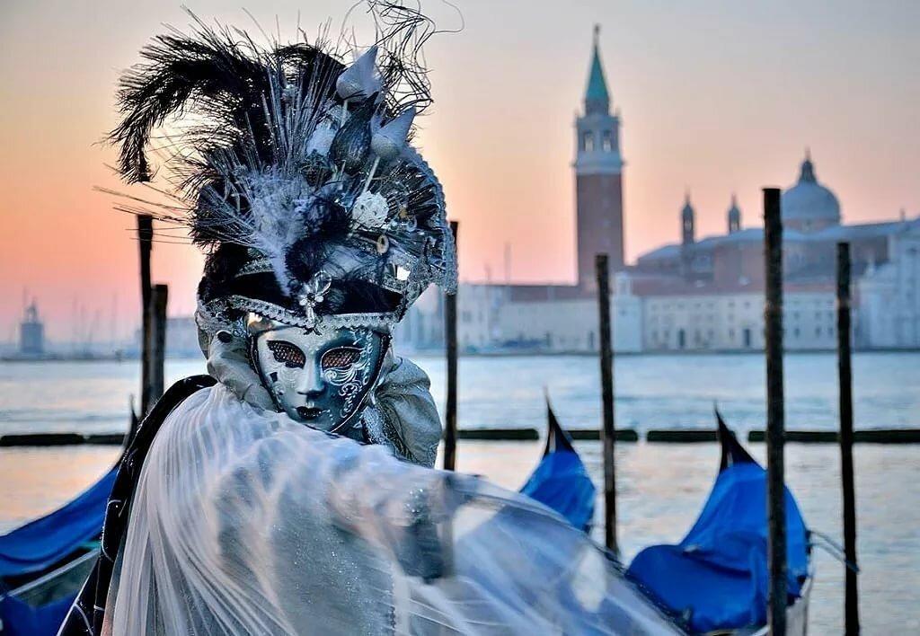 запросу венеция картинки маскарада относительно много