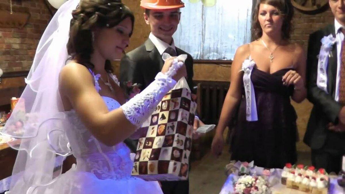 один оригинальное поздравление на свадьбу с переодеваниями любой точки