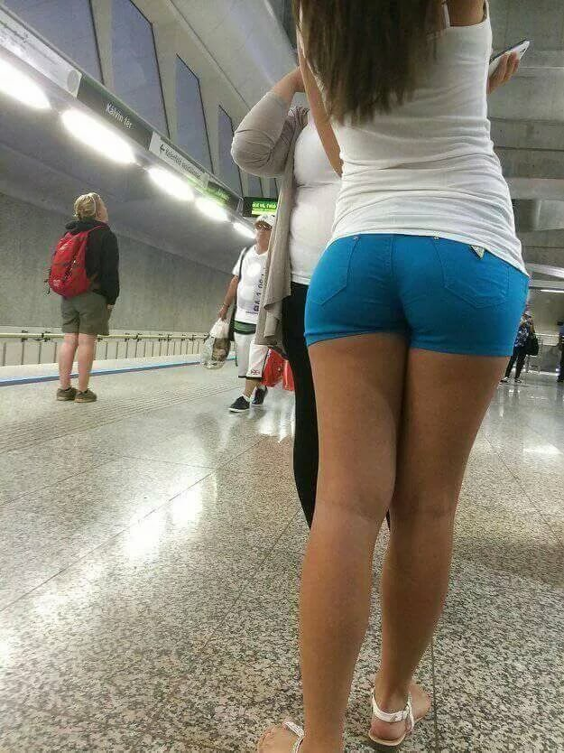 Free teenage girl booty shorts pictures