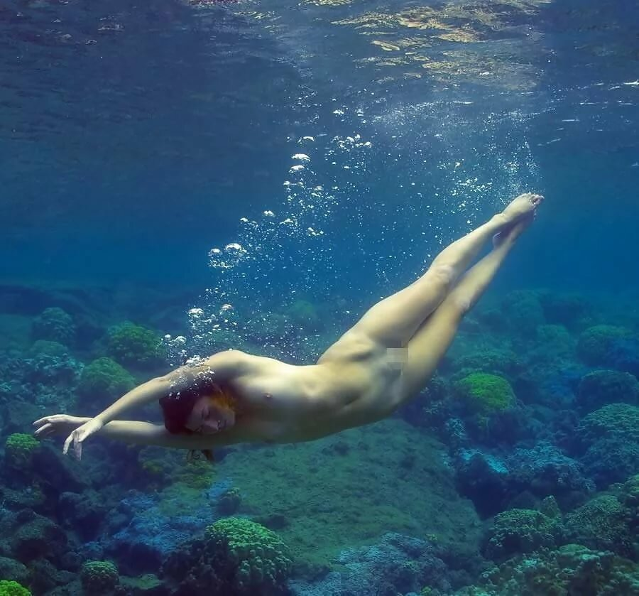 naked-woman-to-mermaid-black-skirt-topless