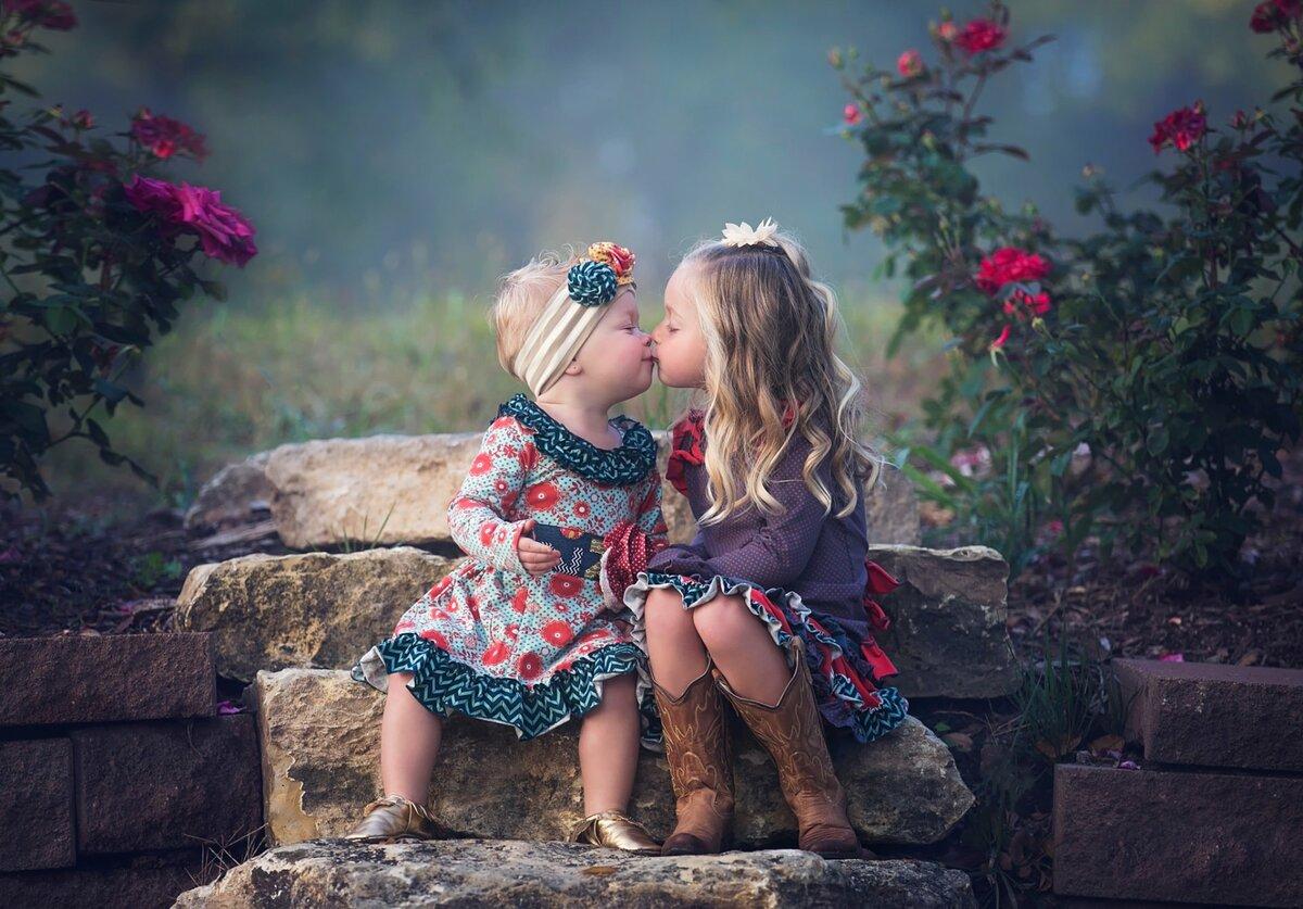 Картинки две девочки