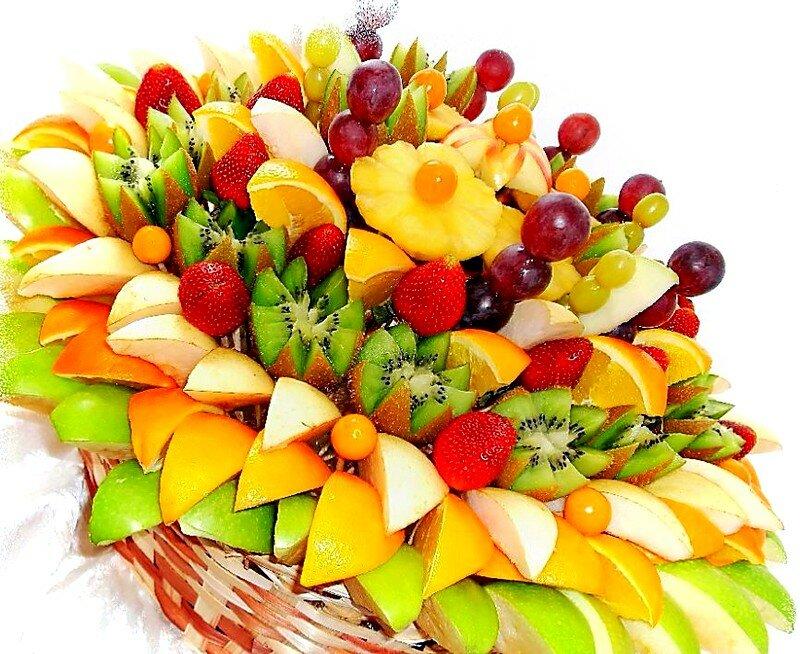 Открытка с фруктами и цветами мужчине с днем рождения