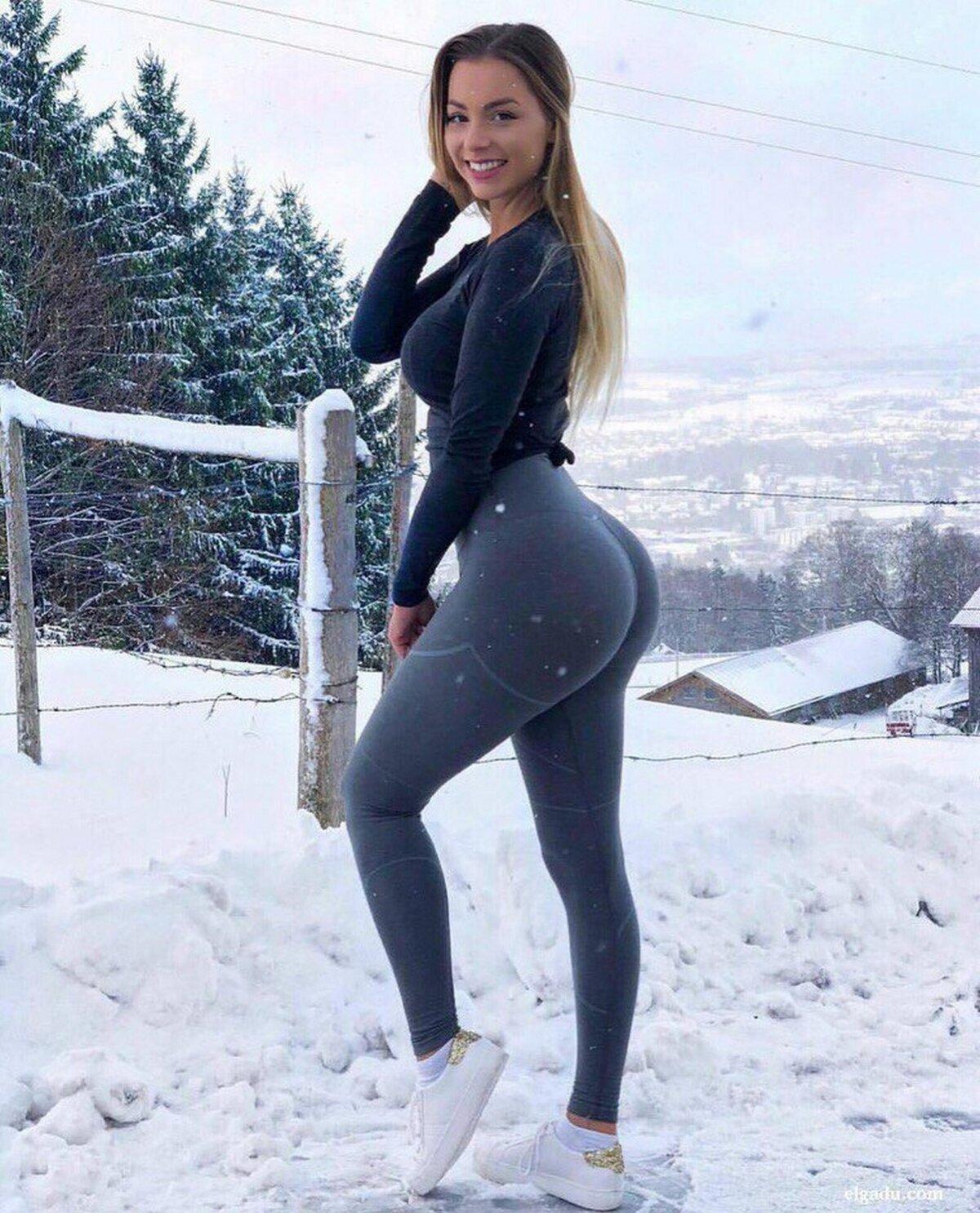 Фото молодых красивых девушек в брюках — 3