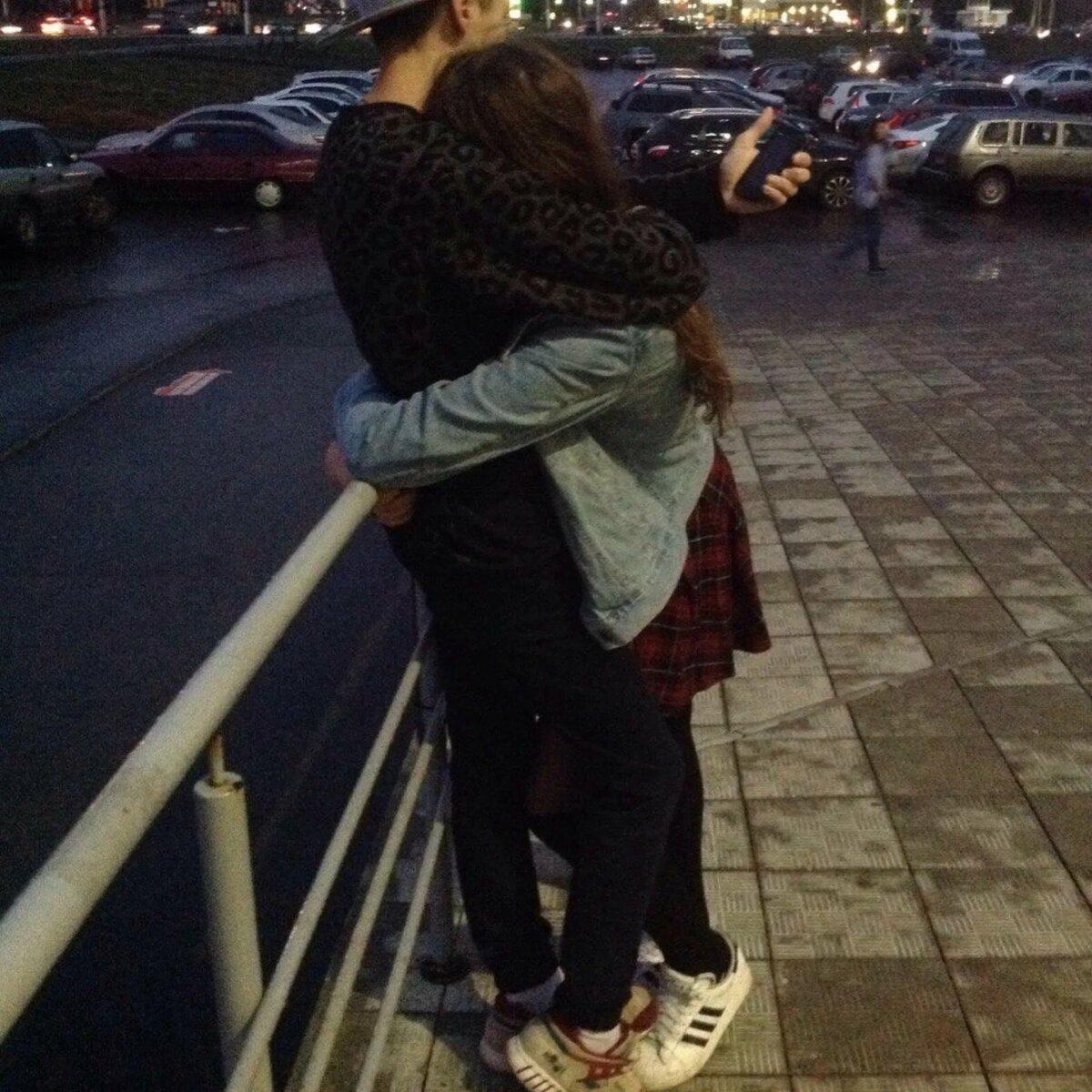Картинки парень с девушкой целуются на аву вк без лица, открытка своими