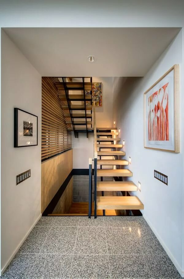 Лестница в узком коридоре фото