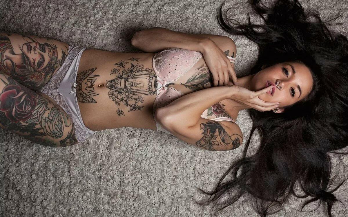Картинка тело девушки с тату