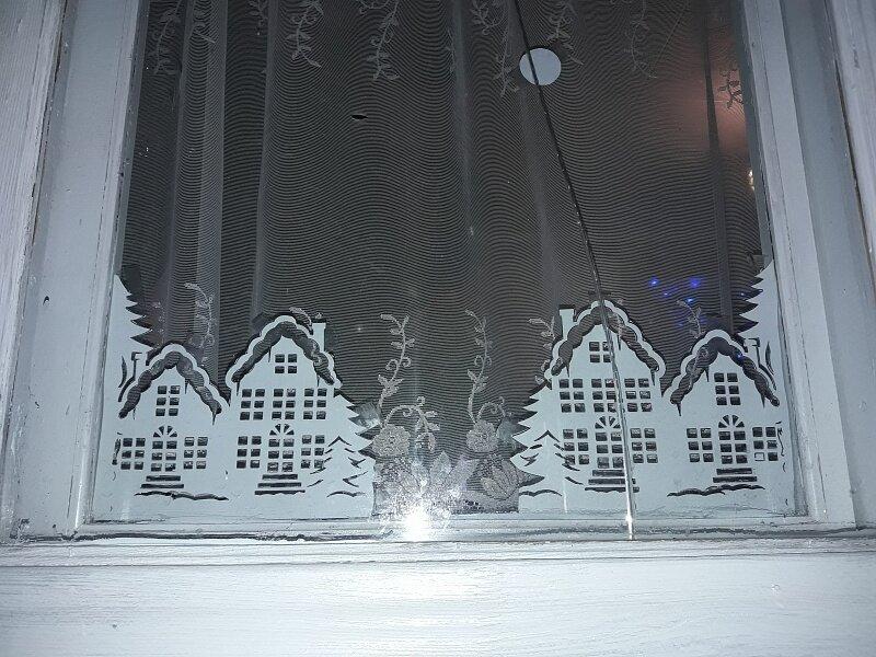 домик на окнах к новому году картинки закрепить кабель