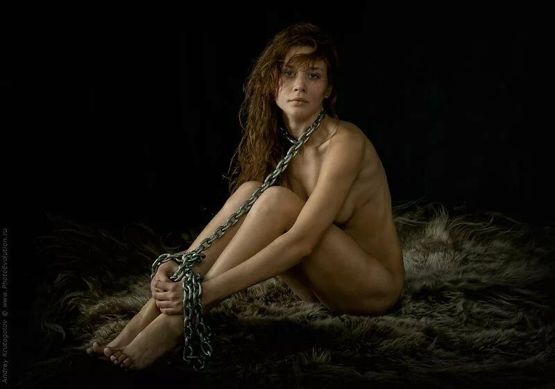 эротика девушка закованная в цепи фото - 14