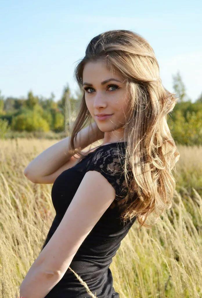 офигенная русская девушка подвинулся стене оля